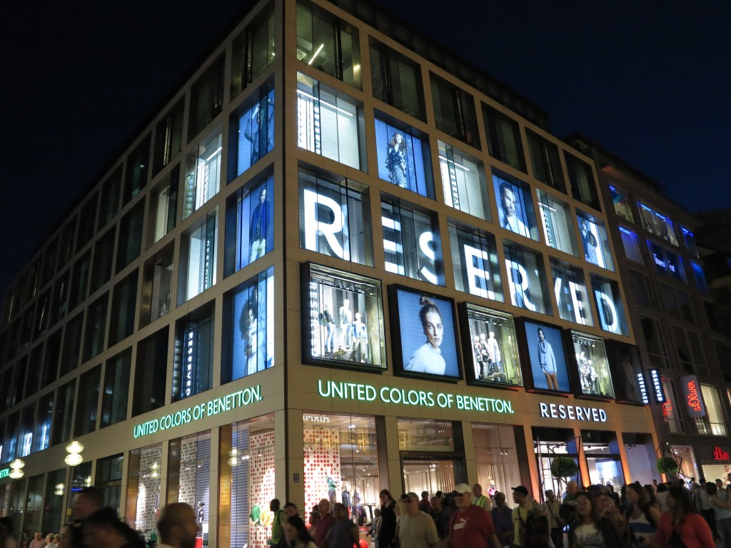 anders Professionel klare Textur New Reserved store in Munich produced by Ergo Store | Ergo