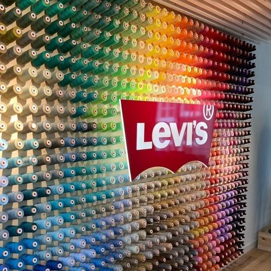 Sklepy Levi'sa w nowym koncepcie premium w Mediolanie i Amsterdamie przygotowane we współpracy z Ergo Store