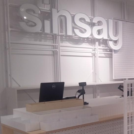 Salon Sinsay w Pradze przygotowany przez Ergo Store