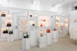 Ilustrowane dekoracje w przestrzeni sklepowej - interesujący trend w visual merchandisingu.